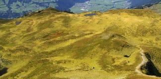 Sehen Sie auf einem Gebirgstal in den Alpen an Lizenzfreies Stockbild