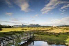 Sehen Sie das Blicken in Richtung der Snowdonia-Gebirgszuglandschaft während a an Stockfotografie