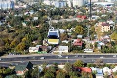Sehen Sie die Stadt von einem Höhepunkt an Stockfotos