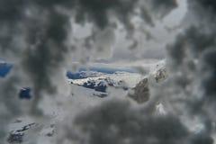 Sehen Sie durch den Schnee im Winter Stockbilder