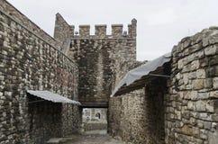 Sehen Sie ein Innere des Zauns und des Eingangs in der Tsarevets-Festung an Lizenzfreies Stockfoto