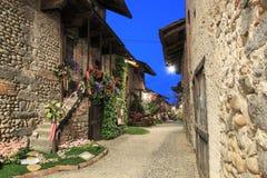 Sehen Sie Form das Innere des mittelalterlichen Dorfs von Ricetto di Candelo in Piemont an, benutzt als Schutz zuzeiten des Angri Lizenzfreie Stockfotos