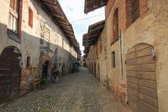 Sehen Sie Form das Innere des mittelalterlichen Dorfs von Ricetto di Candelo in Piemont an, benutzt als Schutz zuzeiten des Angri Lizenzfreie Stockbilder