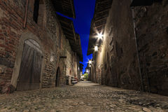 Sehen Sie Form das Innere des mittelalterlichen Dorfs von Ricetto di Candelo in Piemont an, benutzt als Schutz zuzeiten des Angri Stockbilder