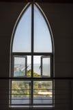 Sehen Sie Ge Seebrücke herein durch das Fenster Stockfoto