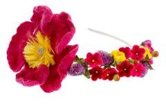 Sehen Sie Kranz mit Blumenmohnblume und anderen Beeren vorher Lizenzfreie Stockfotografie