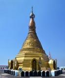 Sehen Sie O das majestätische goldene stupa auf die Oberseite des Bergs Zwegabin, H an Stockfotografie