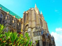 Sehen Sie Seite des Kathedralen-Notre-Dame-Des Chartres in Chartres in Eure- und Loir-Abteilung von Loire Valley, Frankreich an Lizenzfreies Stockbild