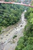 Sehen Sie unten zum Flussbett Rio Grandes - unter die alte Eisenbahnbrücke an lizenzfreie stockfotos