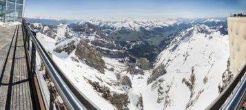sehen Sie vom hohen definiti der saentis Bergstations-Schweiz an Stockbilder