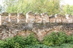 Sehr alte Backsteinmauer, als sie die Dorfbewohner vor Feinden schützte stockbild