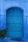 Sehr alte blaue Tür Lizenzfreies Stockfoto