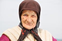 Sehr alte Frau mit Ausdruck stockbild