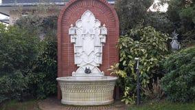 Sehr alter Brunnen Stockbilder