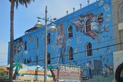 Sehr auffallende Gebäude auf dem Strand-Weg von Santa Monica Decorated With ein wunderbares Exquisited 4. Juli 2017 Reise Archite Stockfotos