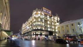 Sehr berühmt und das große Einkaufszentrum in Moskau stock video footage