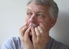 Sehr besorgter älterer Mann Lizenzfreies Stockbild
