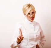 Sehr emotionale Geschäftsfrau in den Gläsern, blondes Haar auf weißem BAC Stockbild