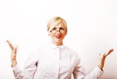 Sehr emotionale Geschäftsfrau in den Gläsern, blondes Haar auf weißem BAC Stockbilder