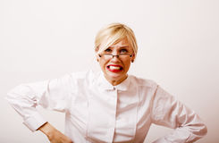 Sehr emotionale Geschäftsfrau in den Gläsern, blondes Haar auf weißem BAC Stockfotos