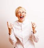 Sehr emotionale Geschäftsfrau in den Gläsern, blondes Haar auf weißem Hintergrund Stockfoto