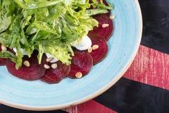 Sehr geschmackvoller Gemüsesalat Der Grüns, gesunden und gesunden Lebensmittel der Vitamine, Sehr geschmackvoller Gemüsesalat mit lizenzfreies stockbild
