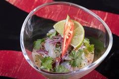 Sehr geschmackvoller Gemüsesalat Der Grüns, gesunden und gesunden Lebensmittel der Vitamine, Sehr geschmackvoller Gemüsesalat mit lizenzfreie stockbilder