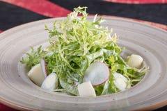 Sehr geschmackvoller Gemüsesalat Der Grüns, gesunden und gesunden Lebensmittel der Vitamine, Sehr geschmackvoller Gemüsesalat mit stockbilder