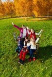 Sehr glückliche Kinder draußen Stockbilder