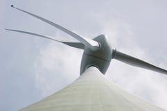 Sehr große 66 m-moderne Windmühle (Deutschland) Lizenzfreie Stockfotografie