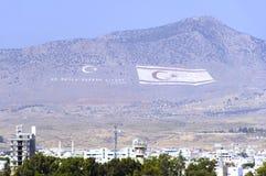 Sehr große Nordzypern-und die Türkei-Markierungsfahnen lizenzfreie stockfotos