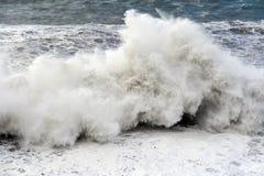 Sehr große Welle lizenzfreies stockfoto