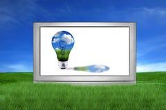 Sehr großer LCD oder Plasma Fernsehapparat mit grünem Energie-Konzept Lizenzfreie Stockbilder