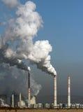 Sehr großer Rauch von der Kohleenergieanlage lizenzfreie stockfotos