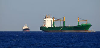 Sehr großes Frachtschiff   Lizenzfreie Stockbilder