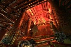 Sehr großes Gold Buddha am wat Phananchoeng in Ayutthaya Lizenzfreie Stockfotografie