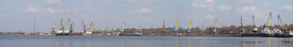 Sehr großes Panorama des industriellen Kanals Lizenzfreie Stockfotos