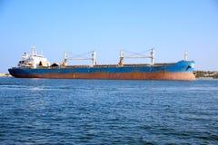 Sehr großes Frachtschiff Lizenzfreie Stockfotografie