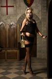Sehr hübsches Frau vamp mit Laterne Stockfoto