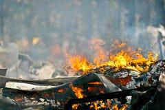 Sehr heißes Feuer, das Luftbewegungseffekt schafft Lizenzfreie Stockfotografie