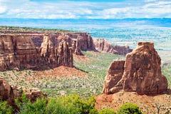 Sehr hohe Monolithe in Colorado-Nationaldenkmal Stockbild