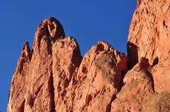 Sehr hohe rote Felsformationen am Garten der Götter Lizenzfreies Stockfoto
