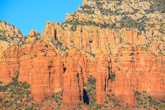 Sehr hohe Sandsteinklippen in Sedona Arizona Lizenzfreies Stockfoto