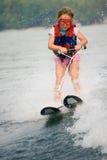 Sehr junges Mädchen-Skifahren Stockbild