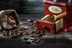 Sehr nah herauf Ansicht über coffe Produkte auf Weinleseholz stockfotos