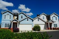 Sehr nette, attraktive helle Häuser Stockbilder