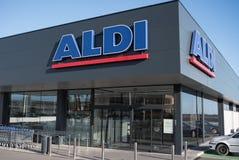 Sehr neues Aldi markiert in Spanien stockfoto