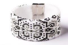 Sehr schöne perlenbesetzte Halskette Die Dekoration der Frauen stockfoto