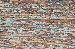 Sehr schlecht erledigte schlechte Arbeit der schlechten Technik der Backsteinmauer stockbilder
