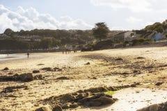 Sehr sonniger Tag auf Saundersfoot-Strand Lizenzfreie Stockfotos